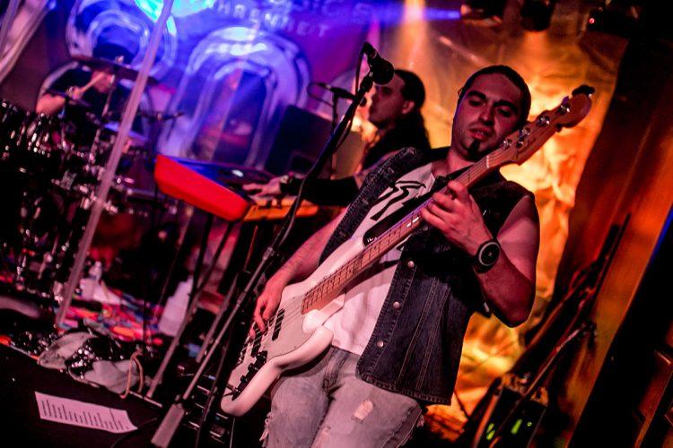 7800_fahrenheit_bon_jovi_cover_bassist_new